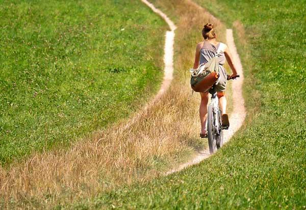 Abnehmen durch Fahrradfahren geht auch ohne teures Outfit